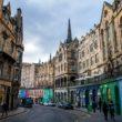 Victoria Street, la rue « arc-en-ciel » d'Édimbourg