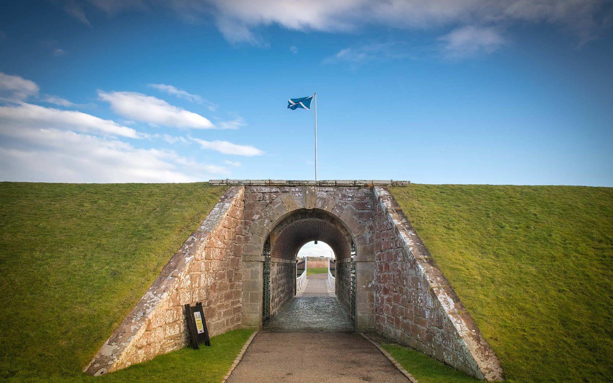 fort-gorge-scotland-roadtrip-siredwards