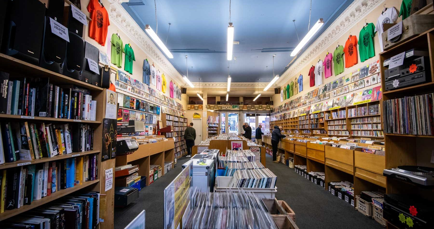 grouchos-in-dundee-more-than-a-record-store-sir-edwards-roadtrip
