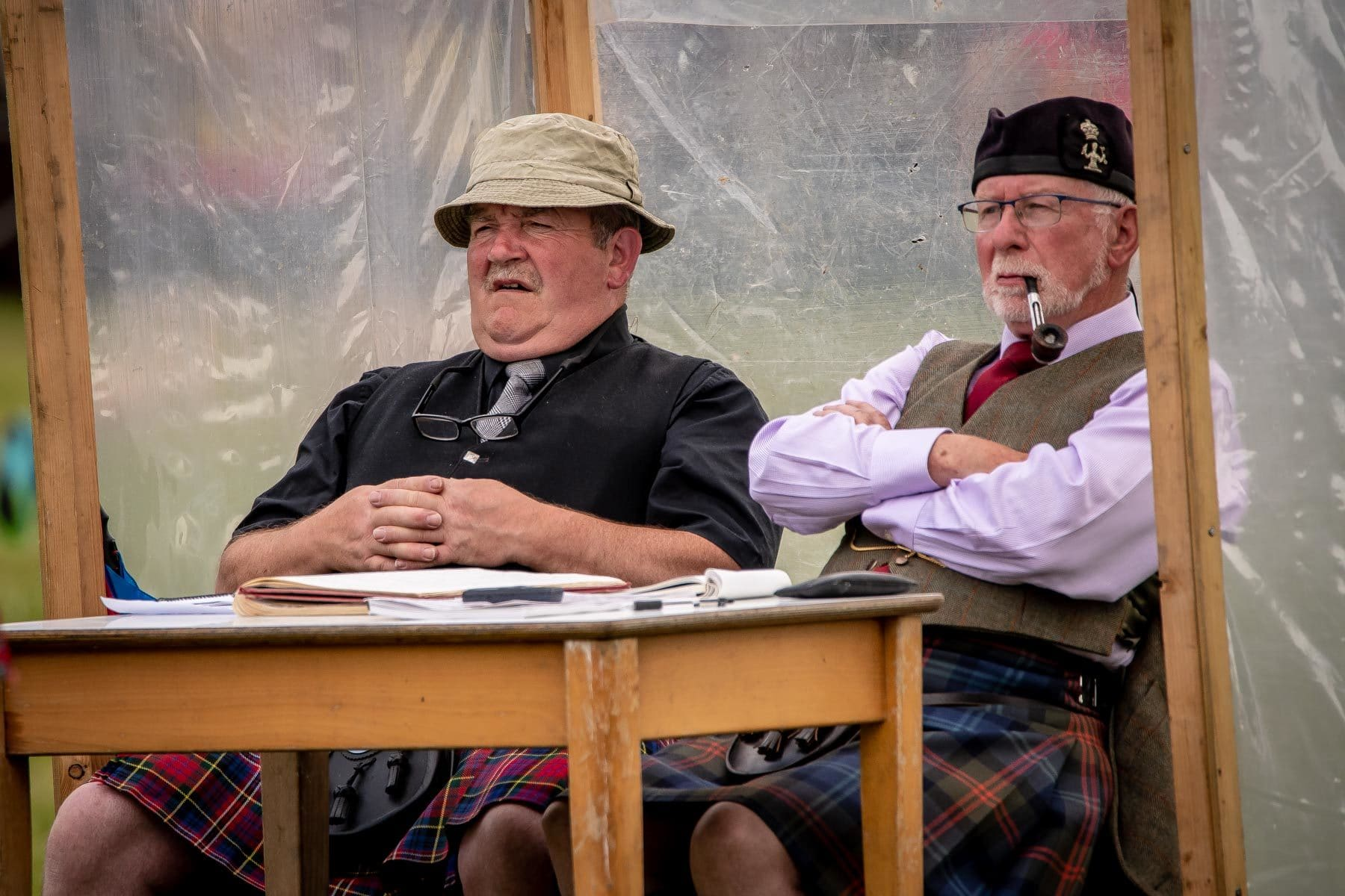 highland-games-under-the-expert-eye-of-referees-sir-edwards-roadtrip