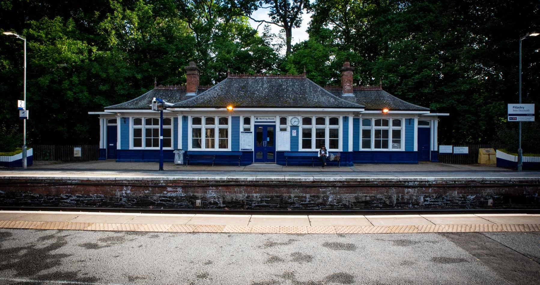 pitlochry-the-holiday-train-sir-edwards-roadtrip