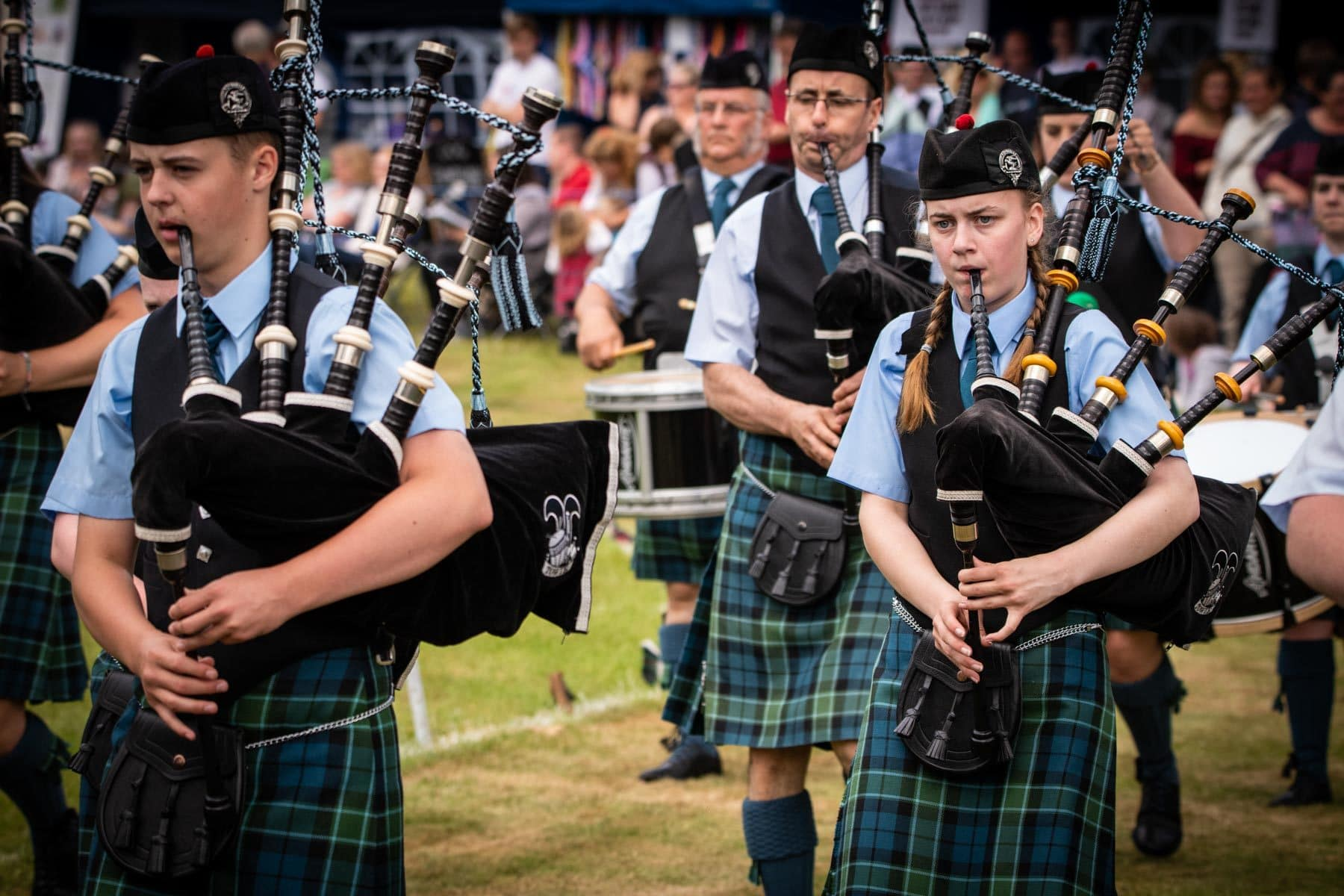 highland-games-the-parade-of-pipe-bands-sir-edwards-roadtrip
