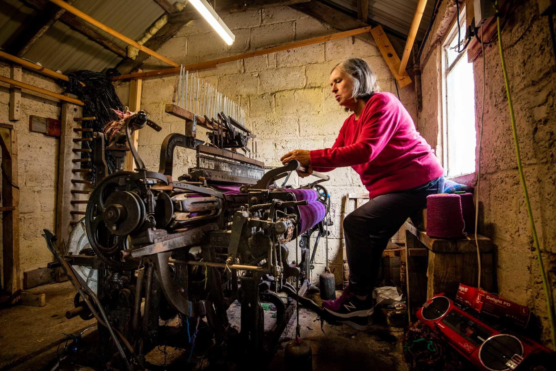 in-a-harris-tweed-weaving-workshop-sir-edwards-roadtrip