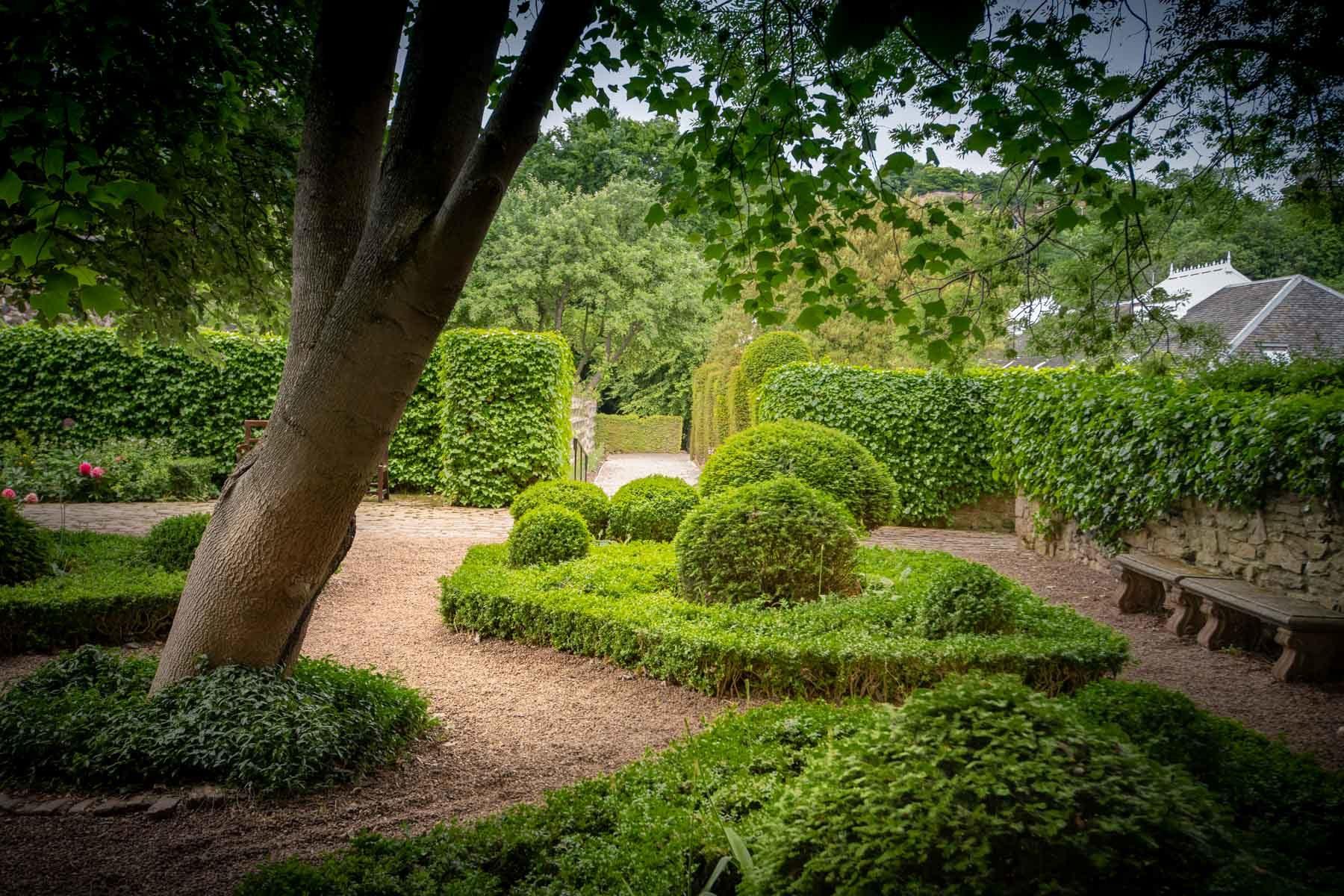 the-secret-garden-of-dunbars-close-sir-edwards-roadtrip