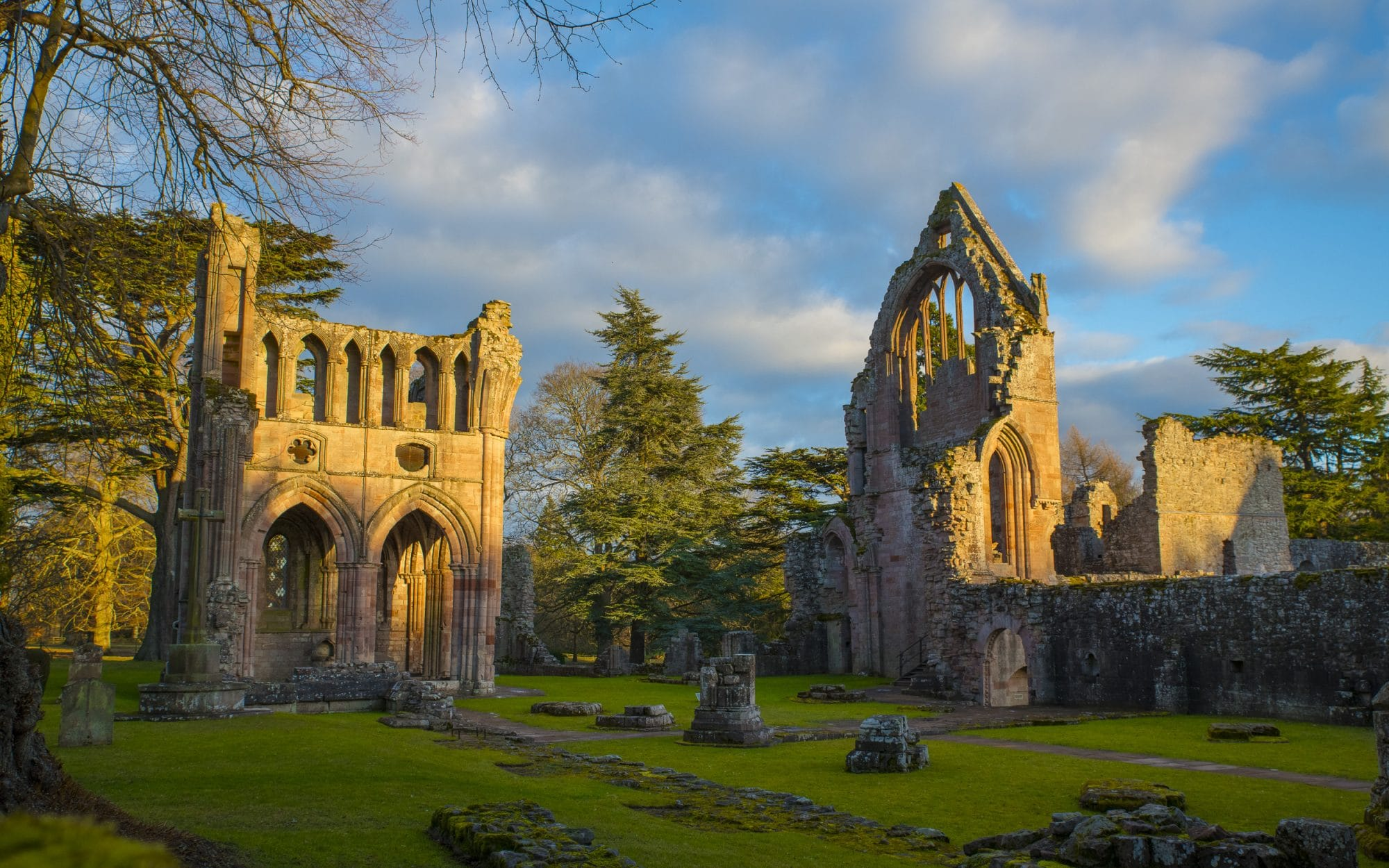 dryburgh-abbey-the-peaceful-sir-edwards-roadtrip